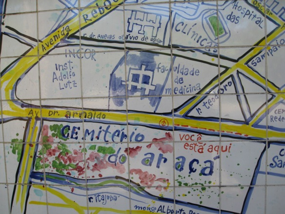 Mapa do Cemitério do  Araçá e seus arredores no muro do cemitério Av. Dr. Arnaldo